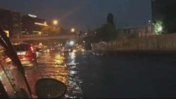 Пороен дъжд наводни Истанбул
