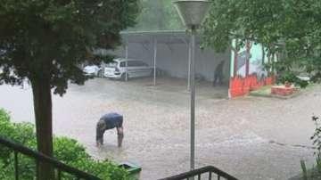 Пороен дъжд заля Варна