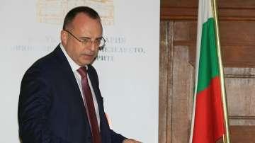 Спецпрокуратурата разпитва земеделския министър Румен Порожанов