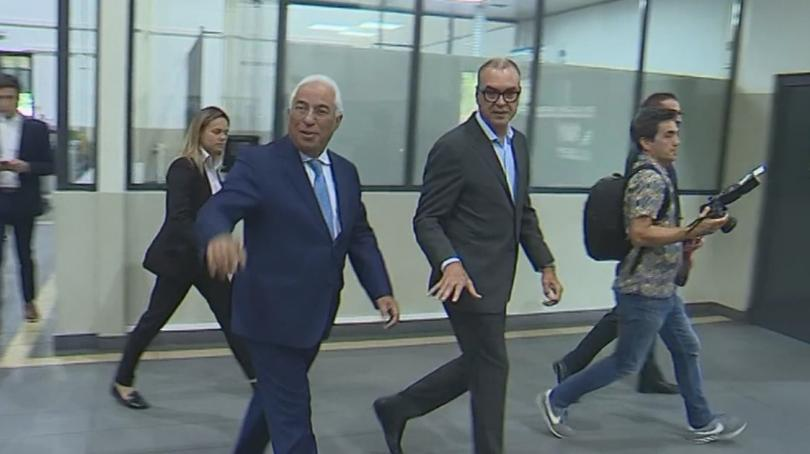 Португалският министър-председател Антониу Коща представи новото правителство. Кабинетът е съставен
