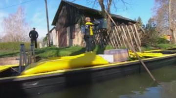 Доставят пощата с лодка в германския резерват Шпреевалд