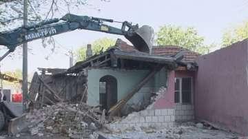 Продължава събарянето на незаконни постройки в пловдивския район Северен