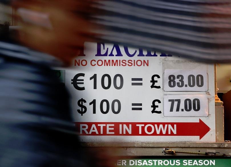 Британският паунд се срина под 1.20 долара рано тази сутрин,
