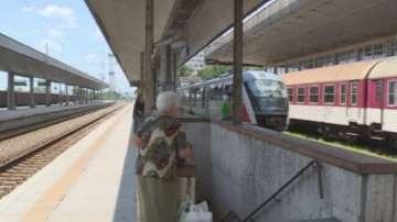 Ремонт на жп прелез застрашава пешеходци на гарата в Стара Загора