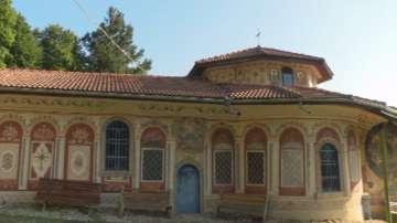 Преображенският манастир край Велико Търново отбелязва храмовия си празник