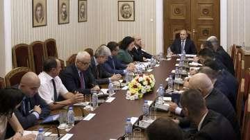 Президентът Радев инициира среща заради чумата по свинете