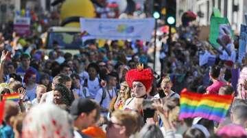 Великобритания отбеляза 50 години от декриминализирането на хомосексуалността