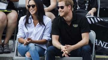 Британският принц Хари се появи за първи път с приятелката си (СНИМКИ)