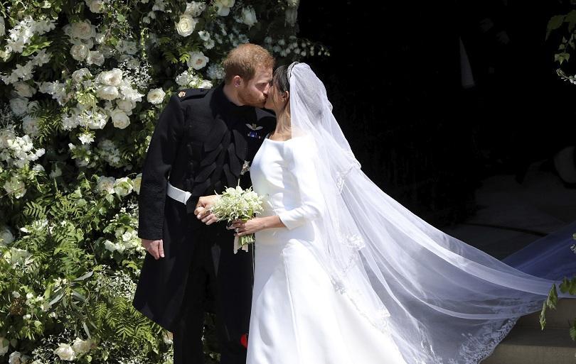 снимка 1 Принц Хари и Меган Маркъл вече официално са съпруг и съпруга (ВИДЕО + СНИМКИ)