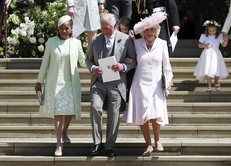 снимка 4 Принц Хари и Меган Маркъл вече официално са съпруг и съпруга (ВИДЕО + СНИМКИ)
