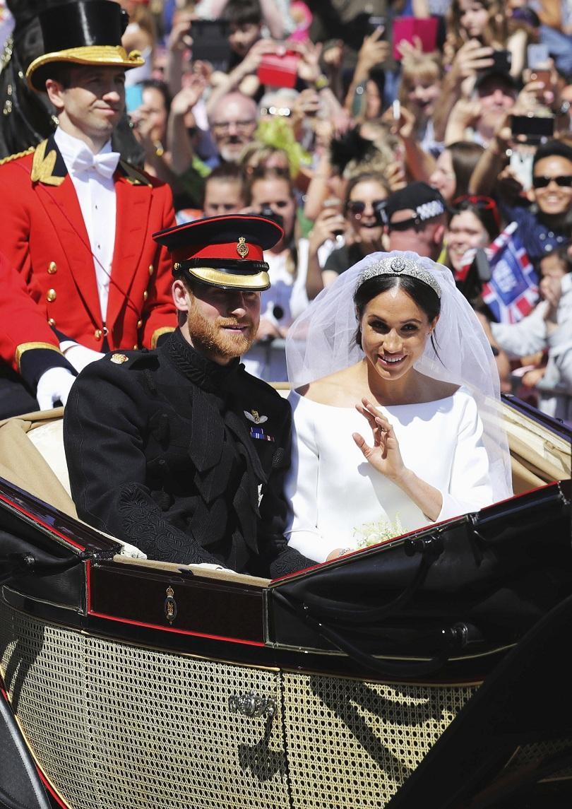 снимка 5 Принц Хари и Меган Маркъл вече официално са съпруг и съпруга (ВИДЕО + СНИМКИ)