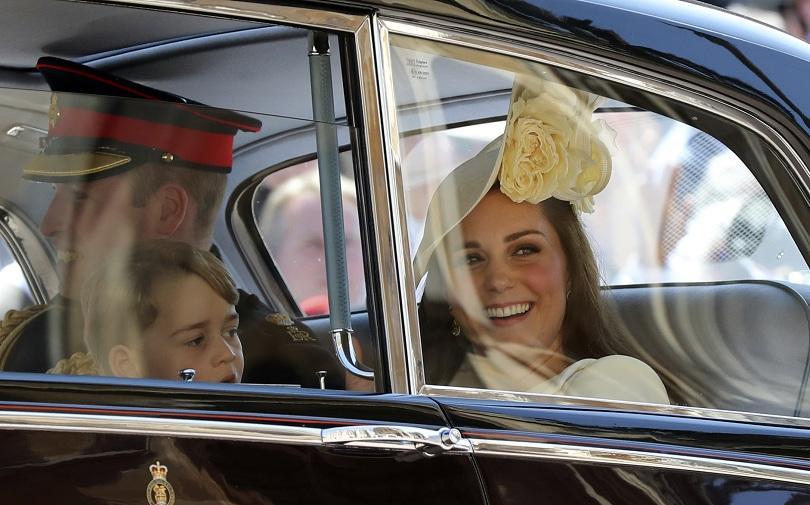 снимка 6 Принц Хари и Меган Маркъл вече официално са съпруг и съпруга (ВИДЕО + СНИМКИ)