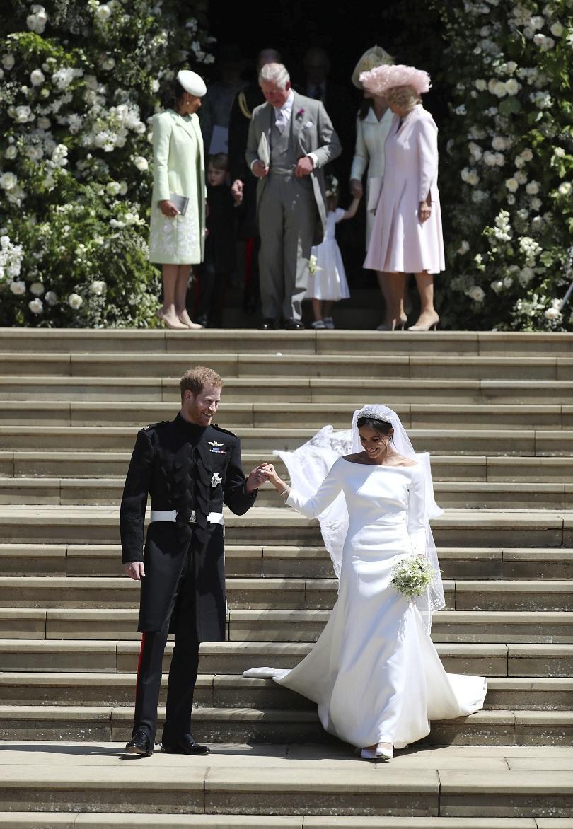 снимка 7 Принц Хари и Меган Маркъл вече официално са съпруг и съпруга (ВИДЕО + СНИМКИ)