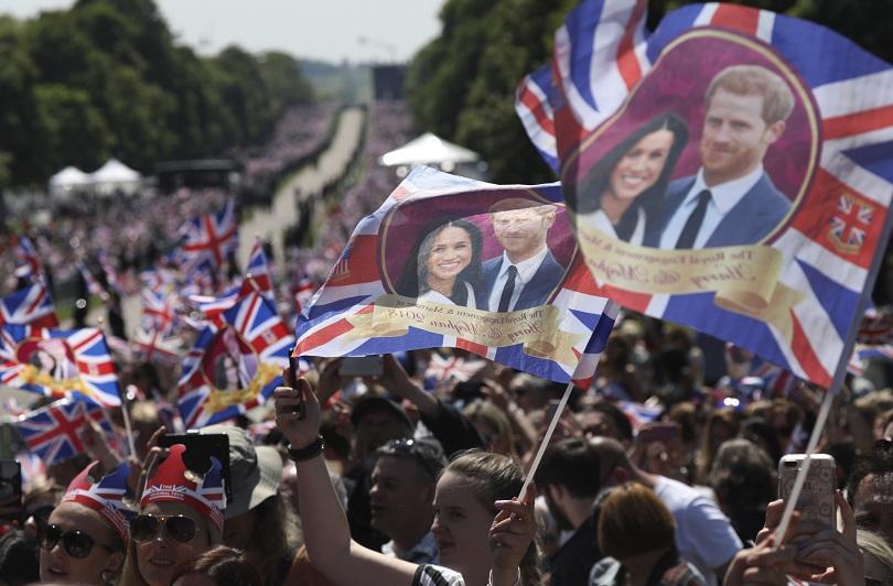 снимка 8 Принц Хари и Меган Маркъл вече официално са съпруг и съпруга (ВИДЕО + СНИМКИ)