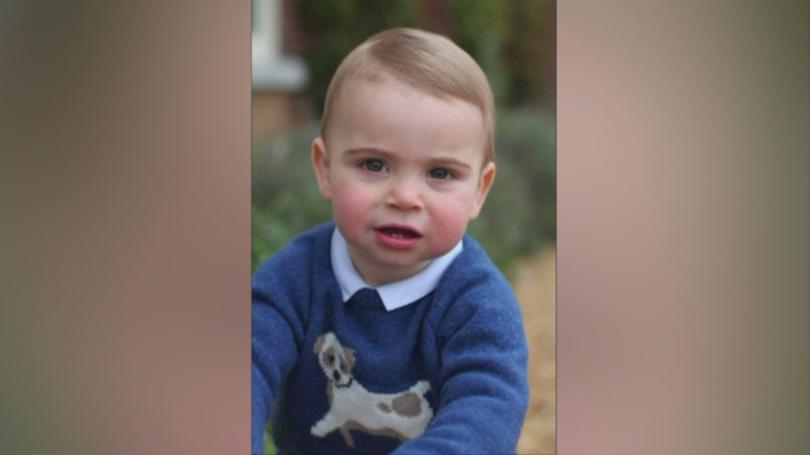 снимка 2 Принц Луи става на една година
