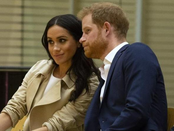 Снимка: Принц Хари и Меган получиха бебешки подаръци по време на визитата си в Австралия