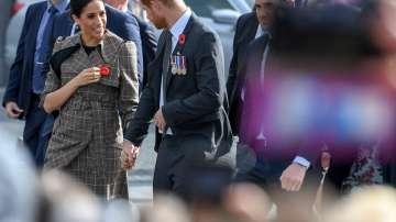 Херцозите на Съсекс бяха посрещнати в Нова Зеландия с маорски ритуал