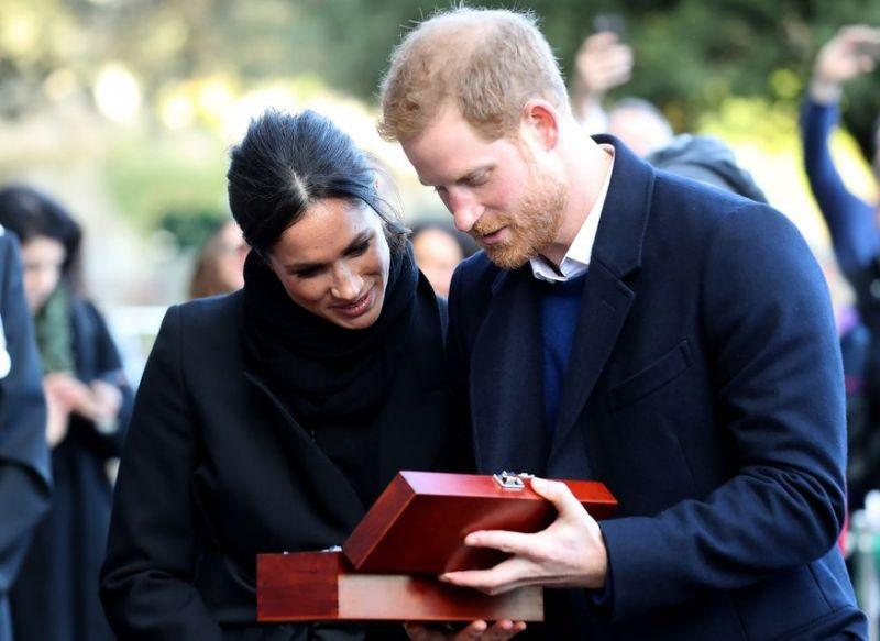 принц хари годеницата получиха подарък келтска любовна лъжица снимки