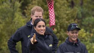 Меган се оказа по-ловка от принц Хари в хвърлянето на ботуши (СНИМКИ)