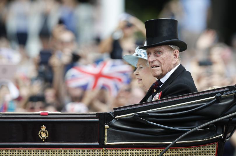 съпругът кралица елизабет принц филип приет болница