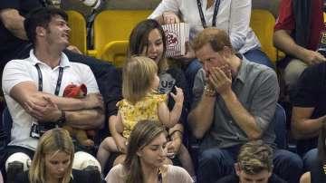 Бум в социалните мрежи: Принц Хари забавлява двегодишно момиченце