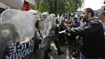 Демонстрации в Гърция срещу приватизацията на двете най-големи пристанища