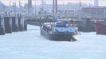 Екип на БНТ посети пристанището в Белгия, откъдето е минал камионът ковчег