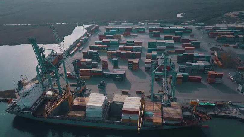 Снимка: Проверяват отпадъци, внос от Италия на пристанище Варна-Запад