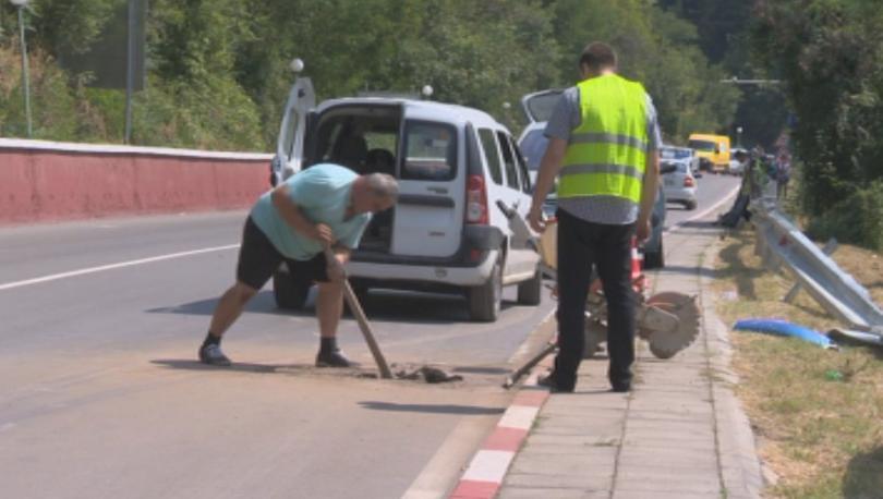 Взимат проби от асфалта при фаталния участък в Искърското дефиле