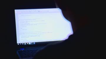 Българин създаде програма, която пази съня ни от светлината на монитора