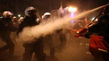 Сблъсъци между протестиращи и полиция в Атина заради посещението на Обама