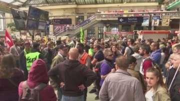 Френските синдикати плашат с протести и на Евро 2016