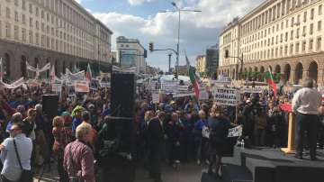 Работници от ЕМКО и Дунарит излязоха на протест пред МС