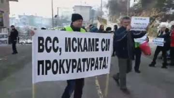 Протест блокира главния път Смолян - Пловдив в района на Чепеларе