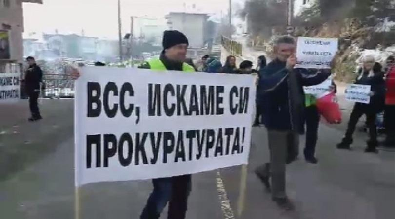 Протест блокира главния път Смолян - Пловдив в района на
