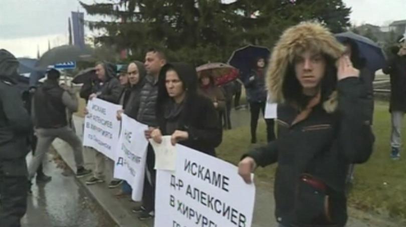 Протест в подкрепа на лекаря на годината в Югозапада, който