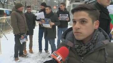 Младежи от ВМРО с протест пред посолството на Франция в подкрепа на превозвачите