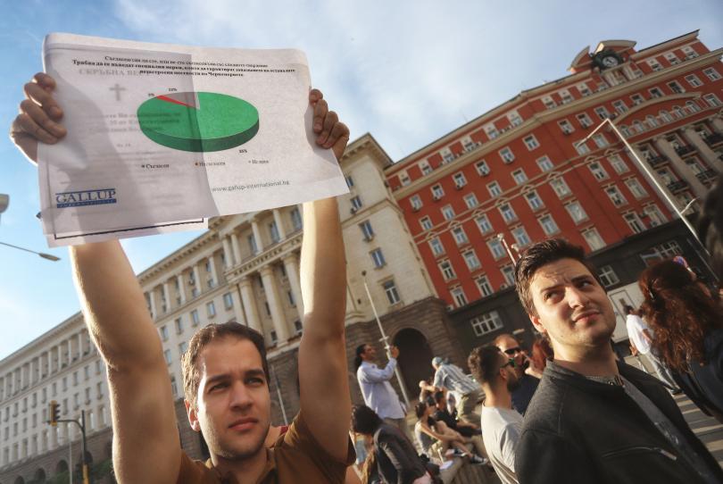 Протестен лагер пред президентството заради последните промени в Закона за
