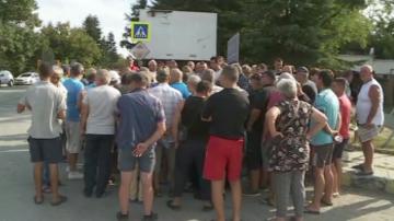 Свиневъди от Долни Чифлик на пореден протест срещу мерките за справяне с АЧС