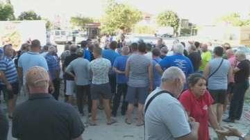Жителите на Долни чифлик излязоха отново на протест заради чумата по свинете