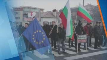 Протестиращи искат спешен ремонт на пътя Кърджали-Ардино