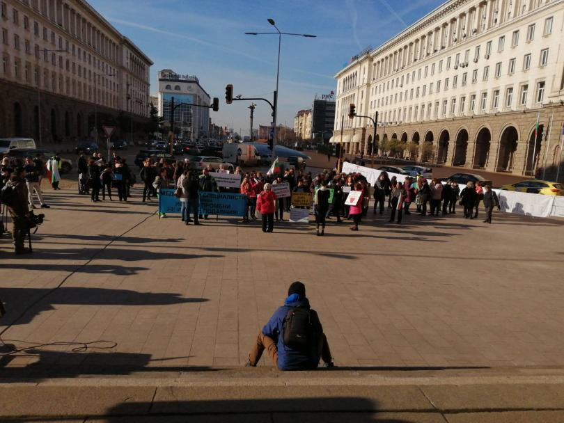 снимка 1 Медицинските сестри излязоха на протест и шествие с искане за здравна реформа