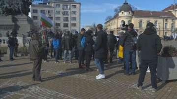 Фенове на Левски излязоха на протест пред Народното събрание