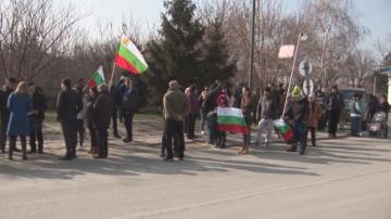 Жители на Силистра протестират срещу преминаването на ТИР-ове през града