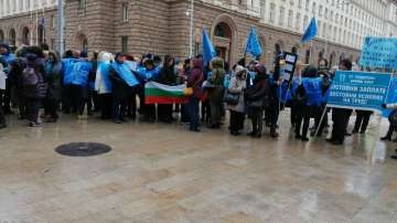Служители на агенцията по храните протестираха пред МС