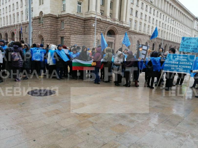 снимка 1 Служители от БАБХ излязоха на протест с искане за по-високи заплати
