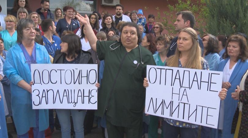 Протест на работещите в единствената у нас специализирана детска болница.