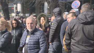 """Фенове на """"Ботев Пловдив се събраха на протест пред гръцкото посолство в София"""