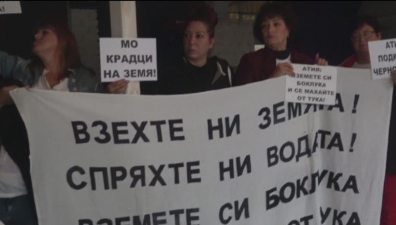 Пореден протест на жителите на Черноморец срещу решението на Министерския