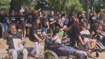Родители на деца с увреждания във Варна и Бургас започват безсрочни протести